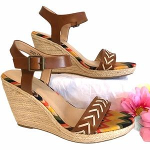 """CL LAUNDRY Shoes Wedges Sandals Brown Tan 4"""" Heel"""
